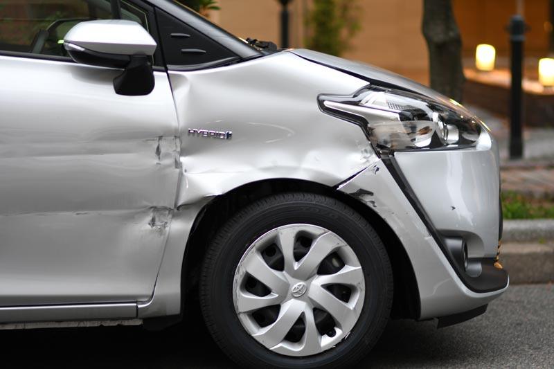 トヨタシエンタ交通事故による損傷